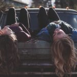 Sonhar com traição da amiga